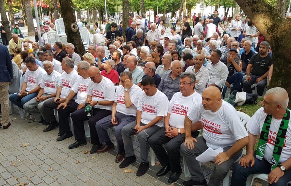 CHP'liler Tank Palet'in özel sektöre devrine oturma eylemi ile tepki gösterdi