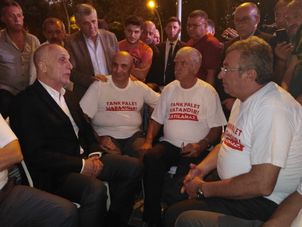 Türk-İş Genel Başkanı Ergün Atalay ve  Demiryol-İş Sendikası Sakarya Şube Başkanı Cemal Yaman da eyleme katılan CHP'lileri ziyaret etti.