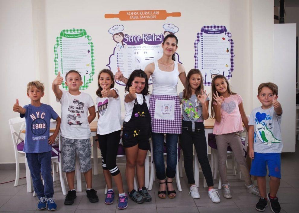 Serçe Kafesi Sağlıklı Beslenme Kulübü'ne çocuklar büyük ilgi gösteriyor.