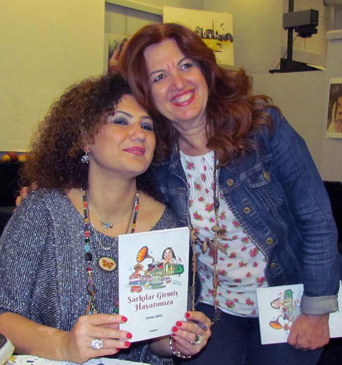 Zuhal Ero, kitabını Müjgan Zaman için imzaladı