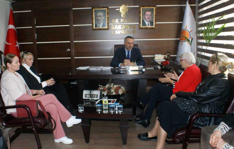 TKB Şube Başkanı Tevhide Yağan ve yönetim kurulu üyeleri Ak Parti İl Başkanı Yunus Tever'i ziyaret etti.